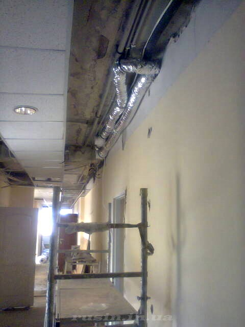 монтаж под потолком