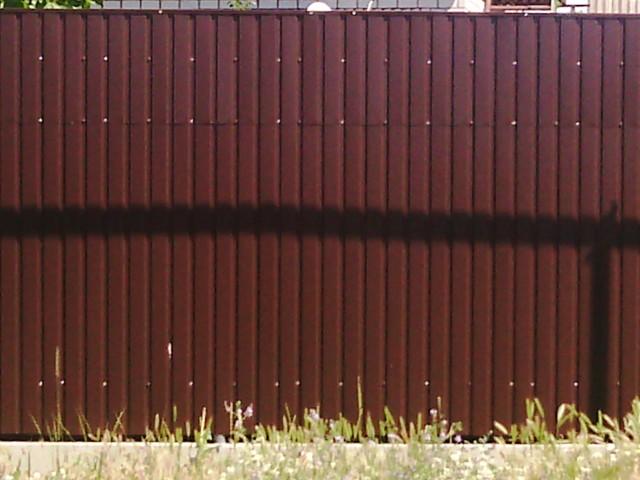забор из листов профнастила