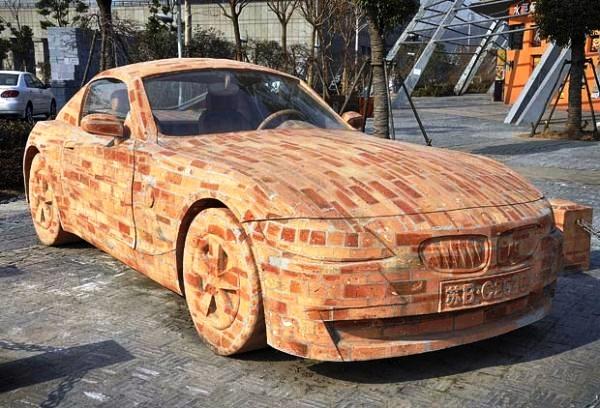 автомобиль из кирпича