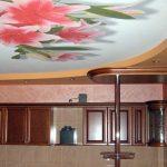 натяжной потолок кухня фото