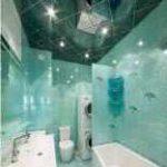оформление ванной зеркальными панелями