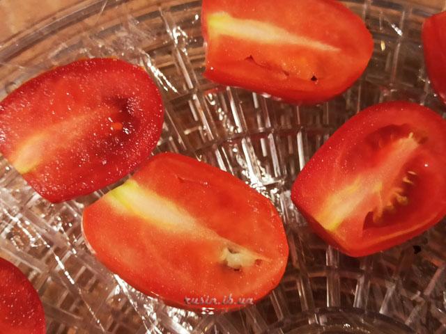 вяленые помидоры в сушилке